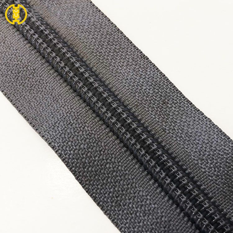 Custom cheap no.5 long chain nylon zipper wholesale